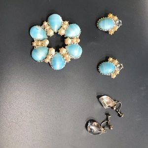 Vintage pin and earrings pearl and blue